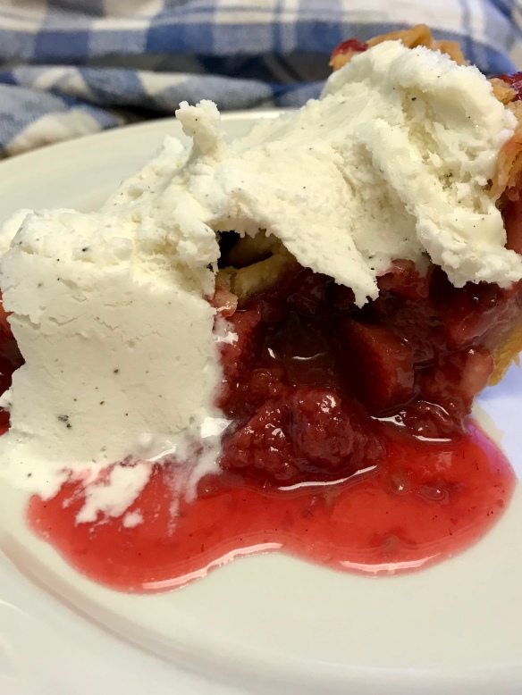 Strawberry rhubarb pie 4